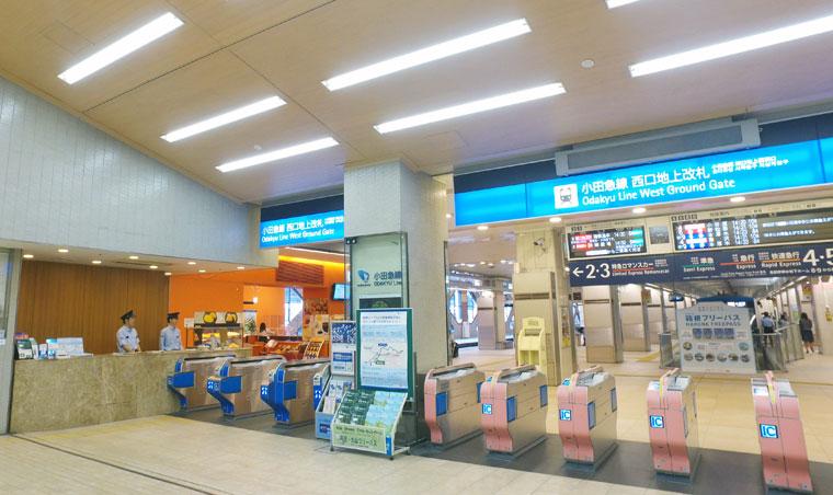 小田急線 新宿駅西口地上改札の様子